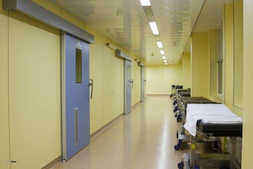 Как выбрать качественные медицинские двери, каким требованиям они должны отвечать