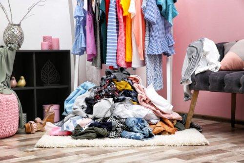Как правильно хранить одежду: полезные советы и рекомендации